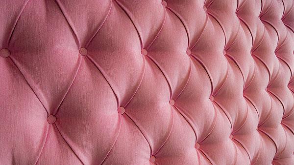 rosa sidor sexleksaker för henne