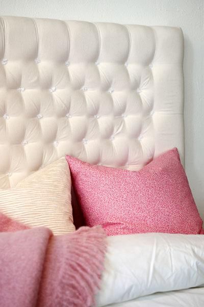 Hantverksmässigt tillverkade sänggavlar